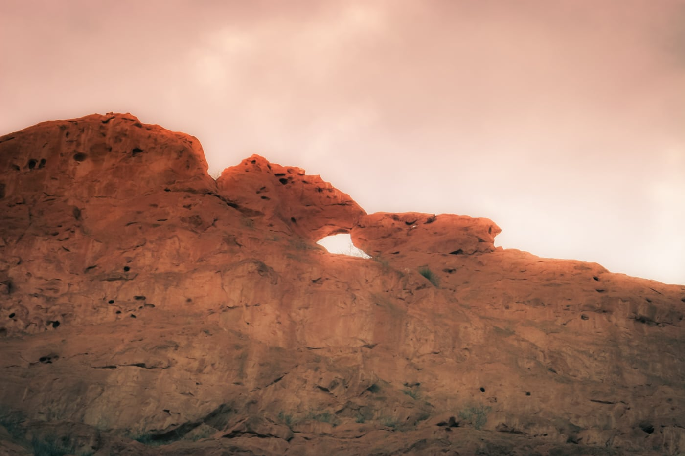 Kissing Camels glow at Garden of the Gods