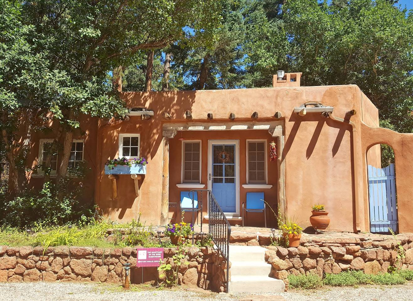 Airbnb near Colorado Springs: Sanctuary of the Rose