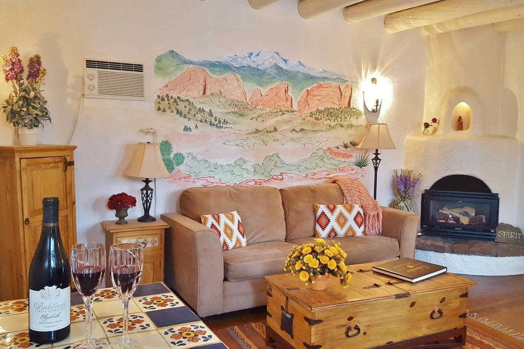 Sitting room with a Garden of the Gods mural