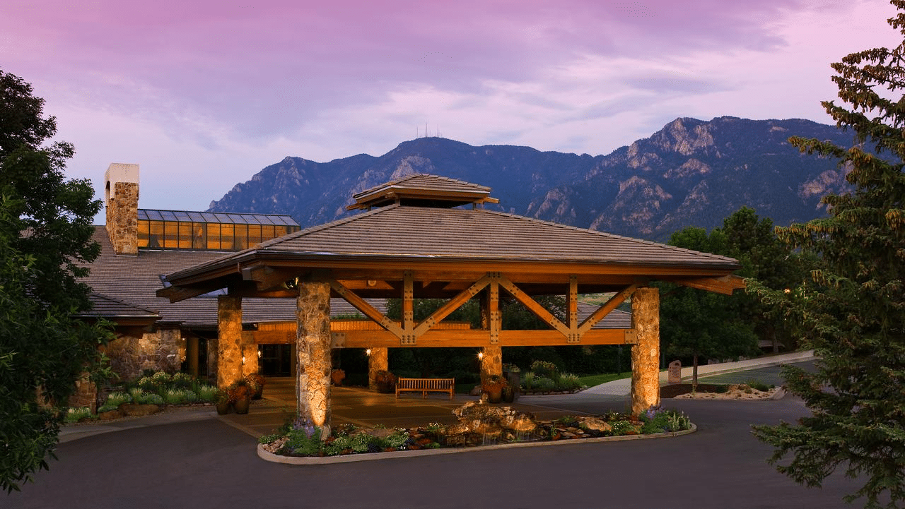 13 Hotels Near Garden of the Gods: 3 Price Ranges