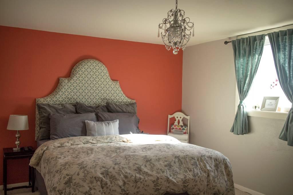 Colorado Springs downtown Airbnb Apartment bedroom