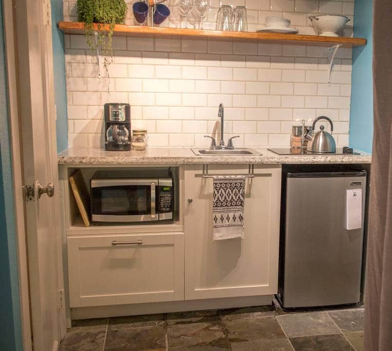 Colorado Springs downtown apartment Airbnb kitchen